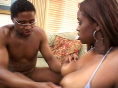 Dude stretches and eats nasty pussy of ebony girl Marie M