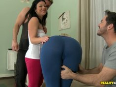 Curvy fitness slut Klaudia Hot in hardcore foursome