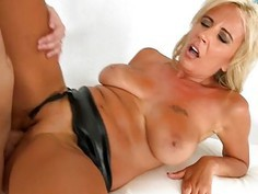 Natural juicy boobs has been exciting boyz for sex